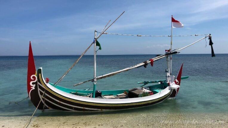 Лодка в Индонезии