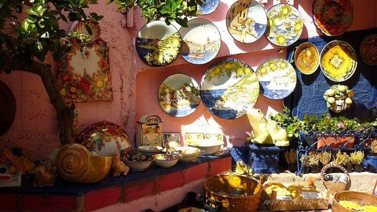 Сувенирные тарелки в Италии