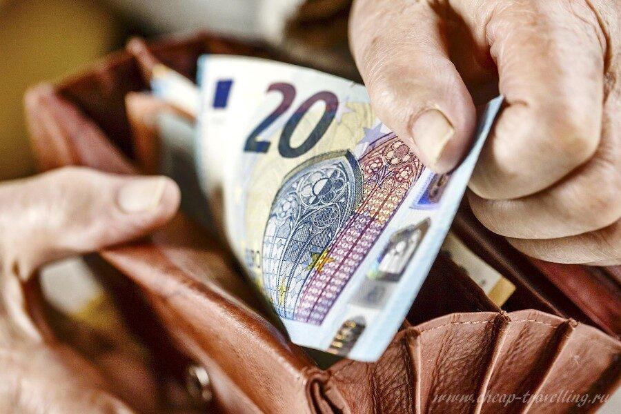 Деньги в Италии