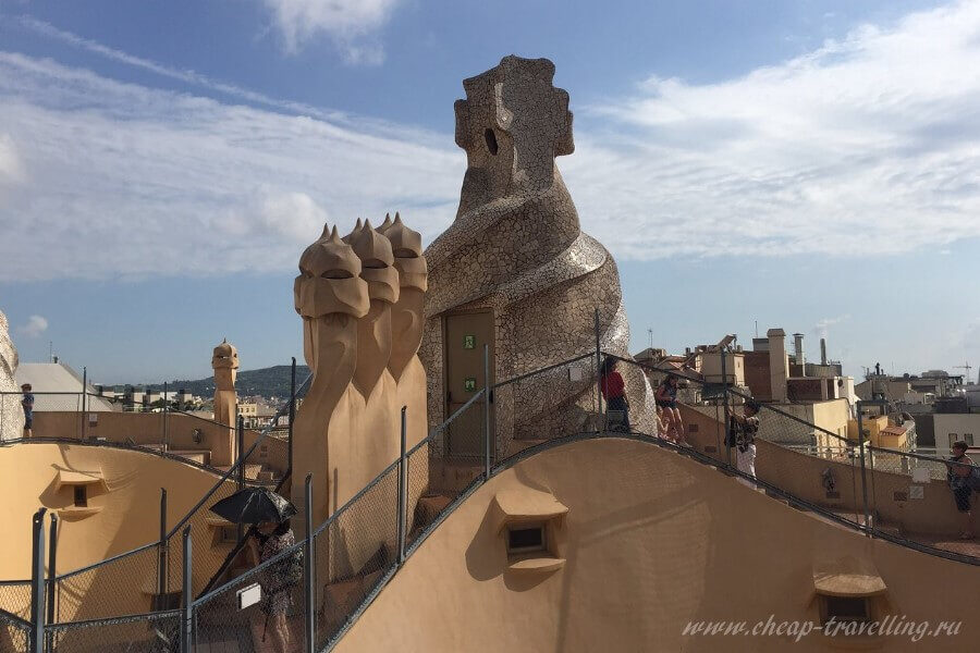 Фигуры на крыше Гауди
