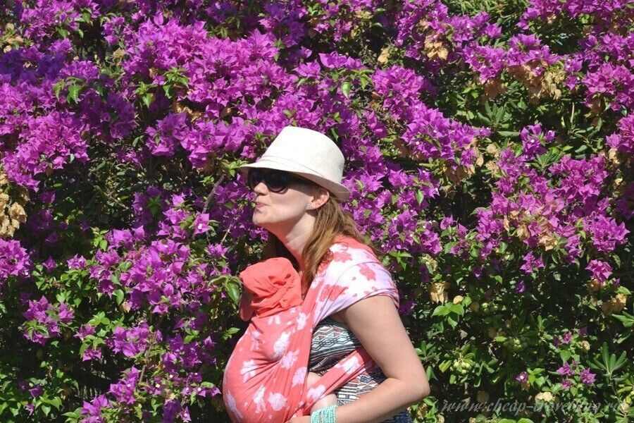 Мама с малышом в цветах
