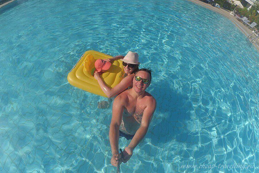 Селфи в бассейне