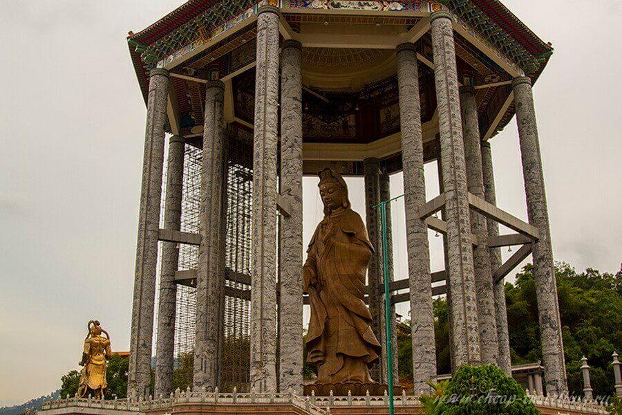 статуя Гуань Инь в Kek Lok Si