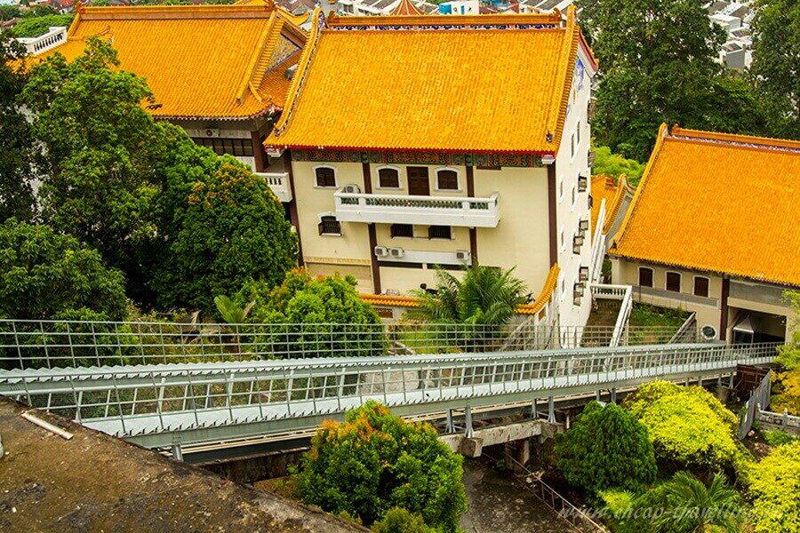 Лифт на верхний уровень Kek Lok Si