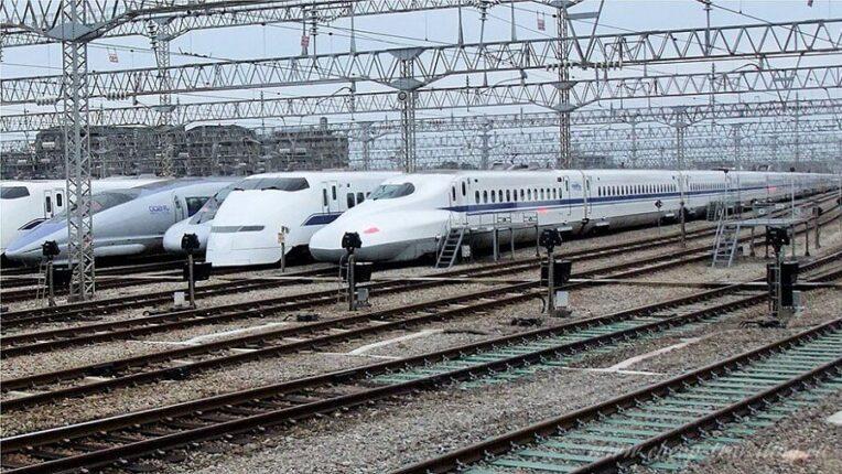 Поезда в Японии фото
